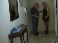 her shaved snatch gets licked and screwed